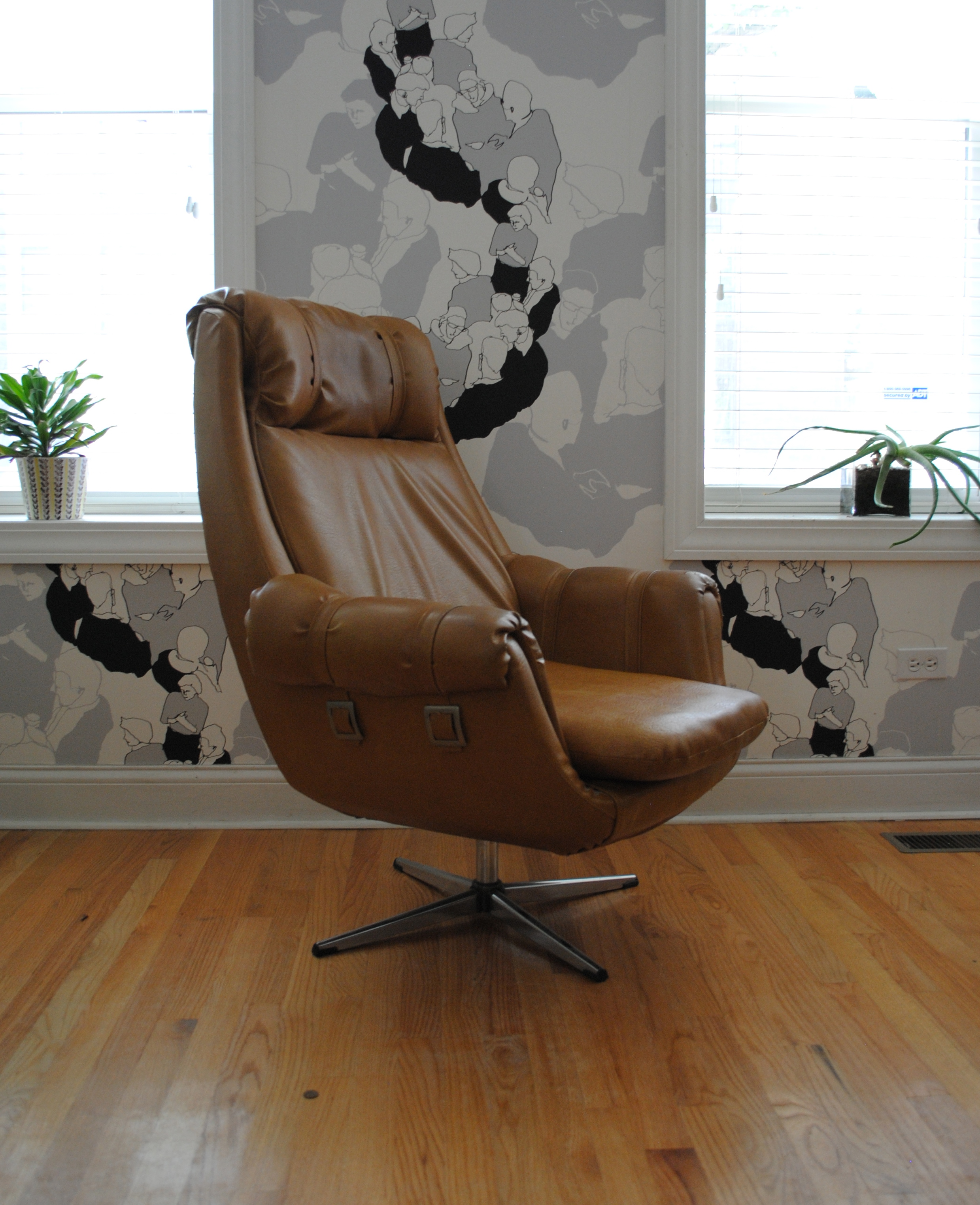 Vintage Overman Lounge Chair. Vinyl Upholstery In Very Good Condition.  Please Contact Me With Any Questions.