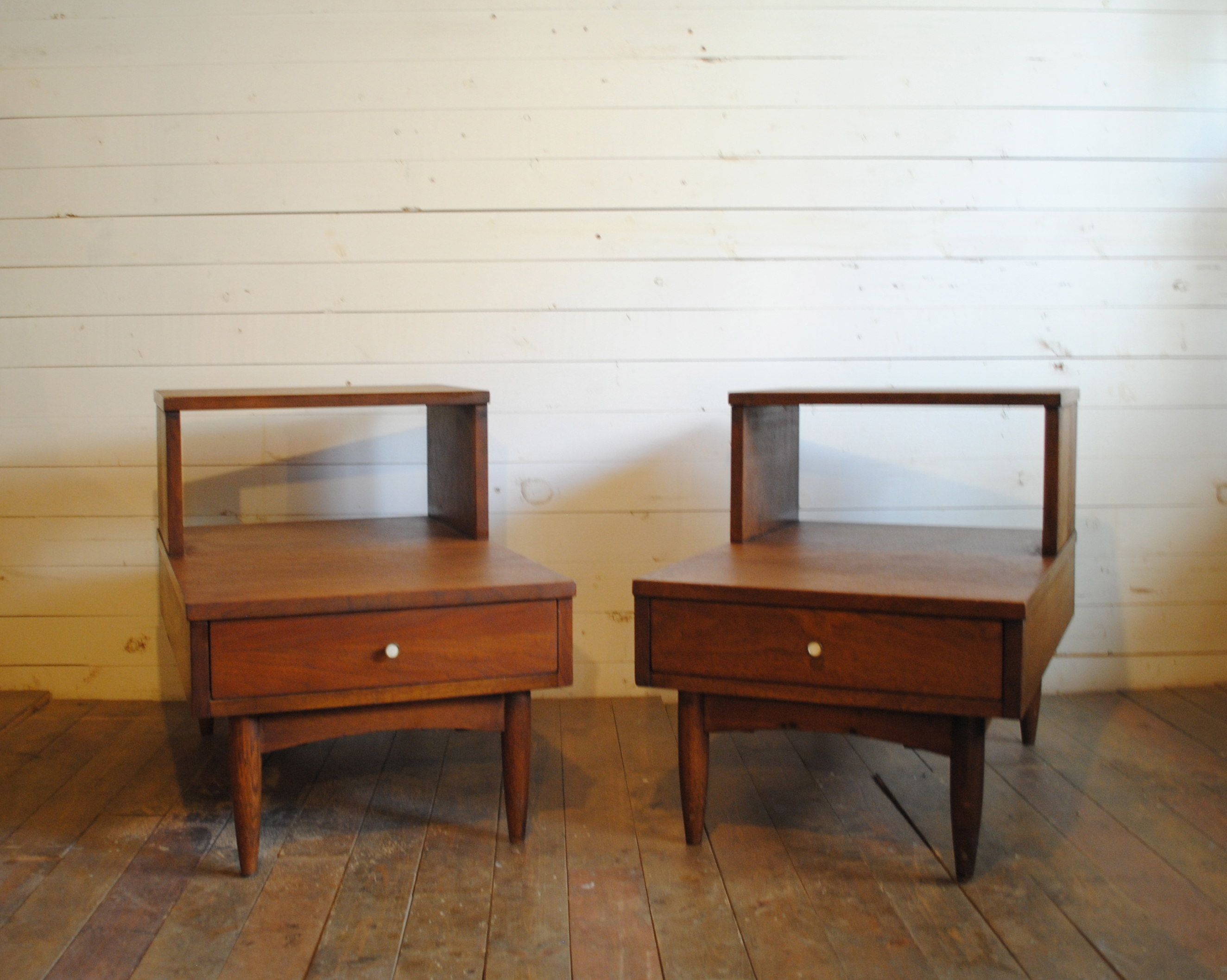 Incroyable Beautiful Mid Century Walnut End Tables. Dimensions Are 28L X 18.5u2033W X  13.5u2033H (lower) 22.25u2033H (upper). Please Contact Me With Any Questions.