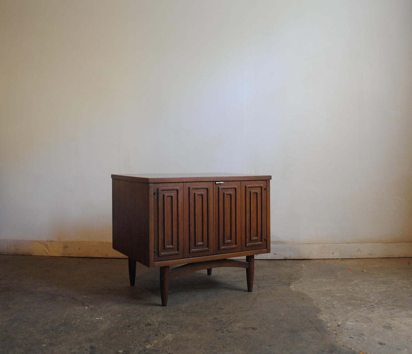 Broyhill Sculptra Nightstand Phylum Furniture