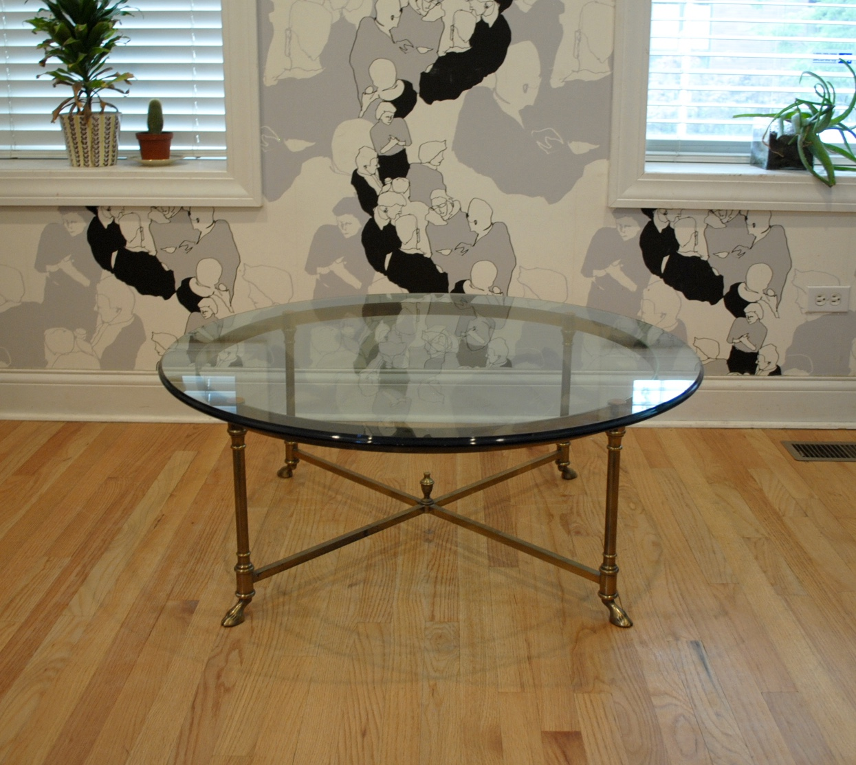 Vintage Hollywood Regency Brass Hoof Foot Coffee Table. Made In Italy.  Dimensions Are 40u2033Dia X 15.5u2033 H. Please Contact Me With Any Questions.
